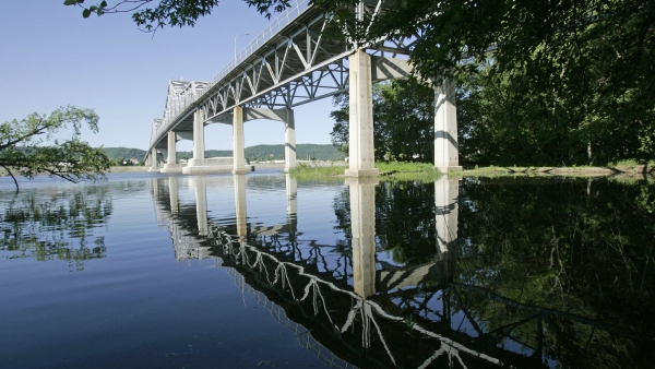 The Highway 43 bridge between Winona, Minn., and Wisconsin