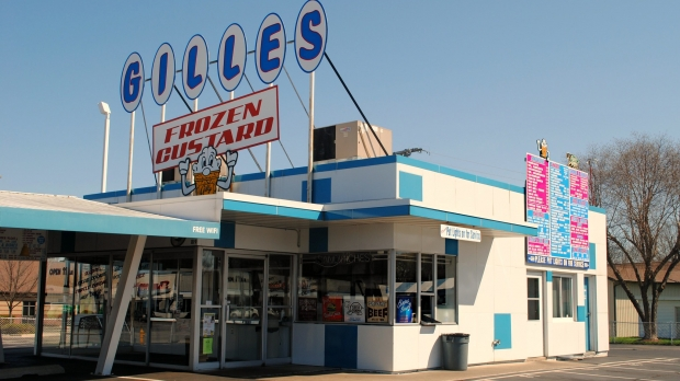 A retro-looking 'Gilles' sign sits atop the building with blue accents.