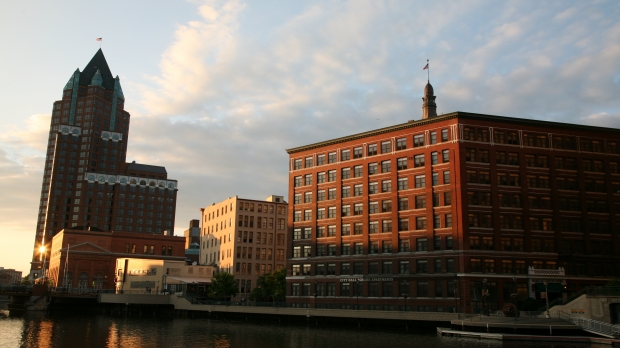 Milwaukee (WIS) Downtown, City Hall Square Apartments & 100 East Building
