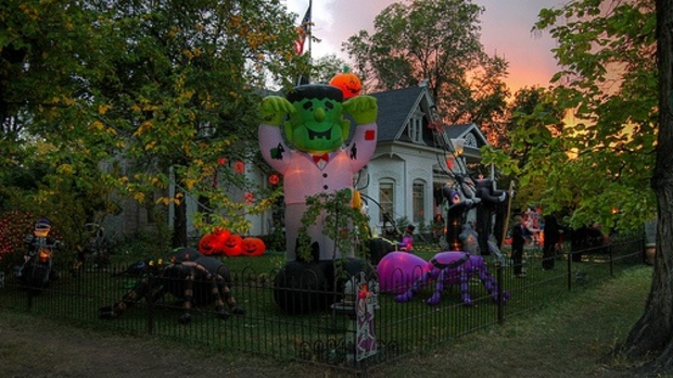 Halloween house, image by Flickr user arbyreed
