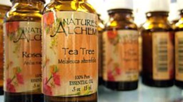 tea tree oil, image by Wikimedia Commons user Stephanie (strph)
