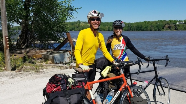 Steve Hiniker, left, and his wife Mel Vollbrecht crossing the Mississippi near Pere Marquette State Park in Illinois