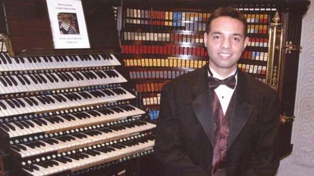 Photo of Jelani Eddington at the Wanamaker Organ in Philadelphia