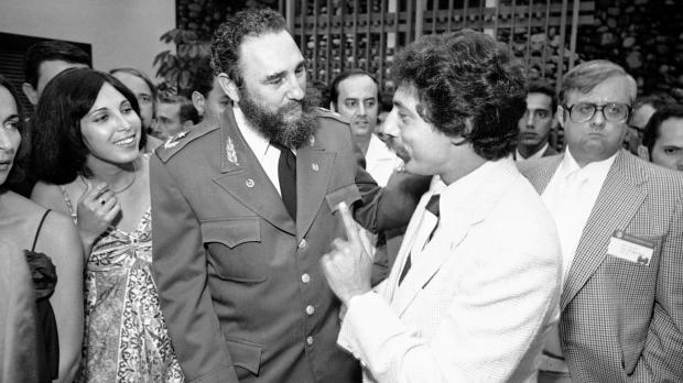 Soglin speaking to Fidel Castro