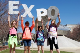 kids holding up Expo sign