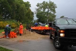 Madison residents and city officials fill sandbags