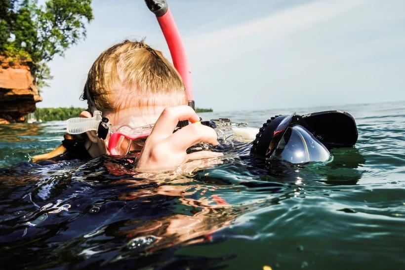 woman takes photo underwater