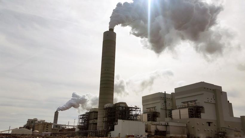 Oak Creek power plan smoke stack