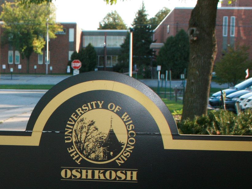 UW-Oshkosh campus sign