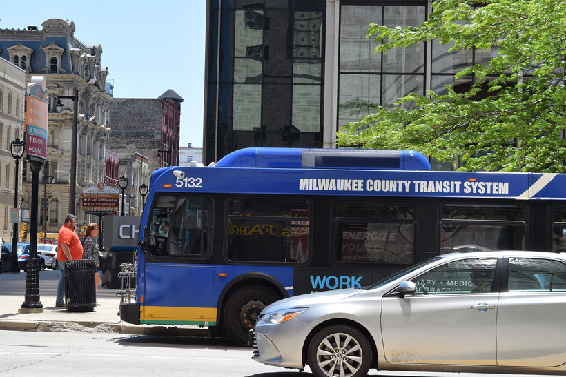 Wisconsin Avenue, Downtown Milwaukee, Public Transit