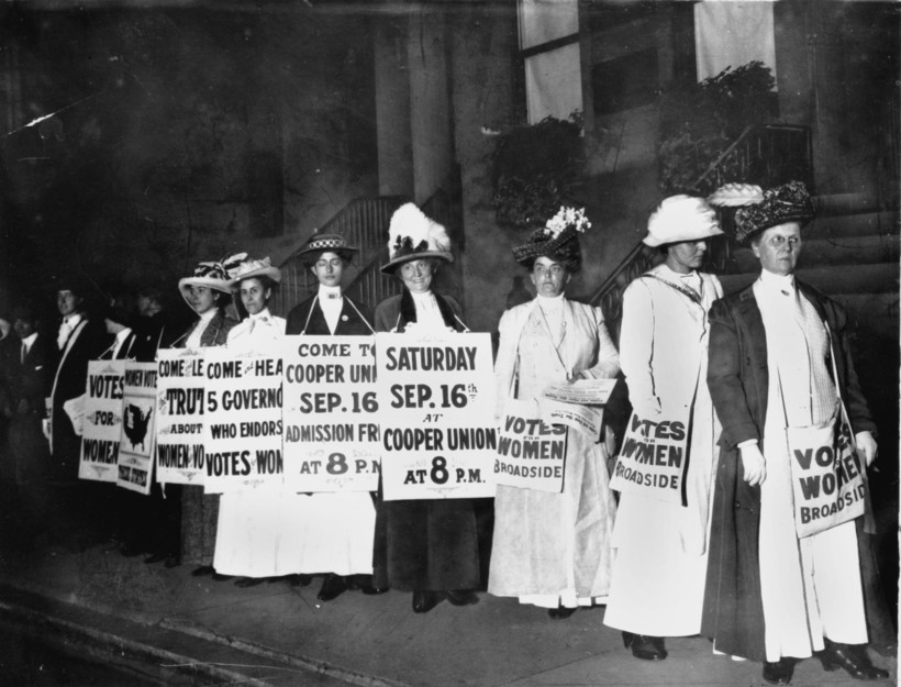women rally for women's suffrage in New York in 1916