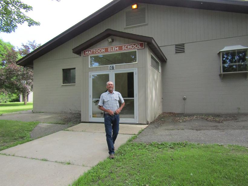 Wade Riemer outside Mattoon Elementary School