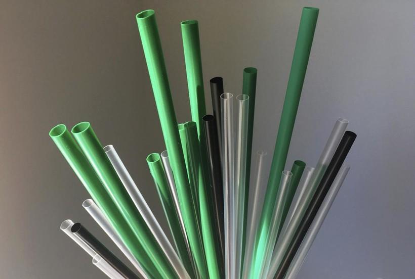 Single-use plastic straws
