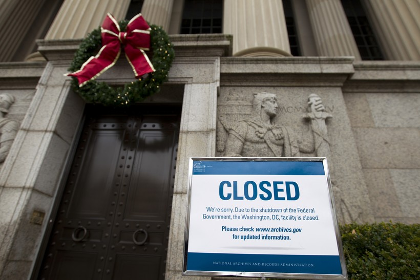 shutdown national archives