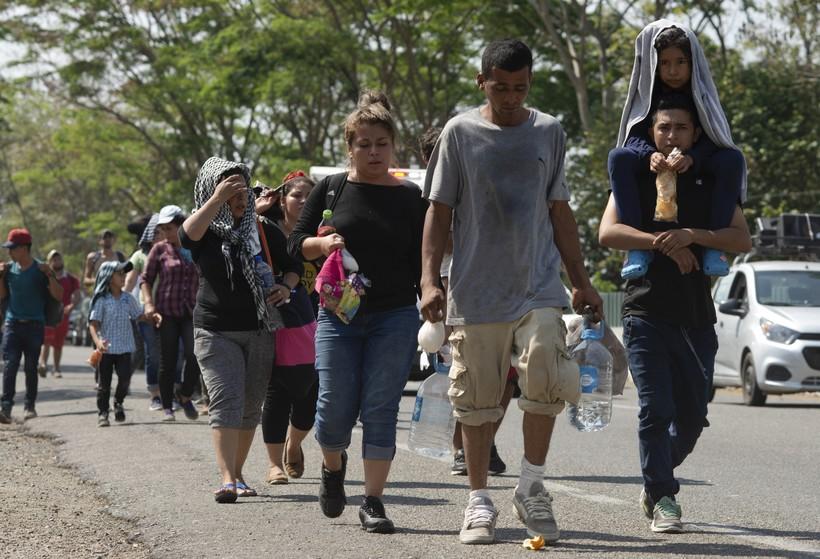 migrant caravan immigration border