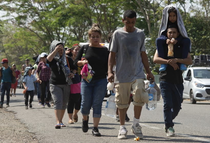 migrant caravan immigration border