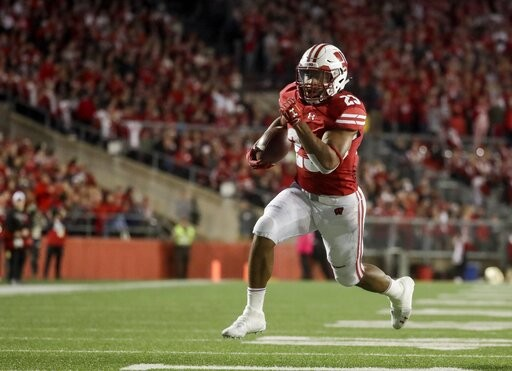 Wisconsin's Jonathan Taylor runs for a touchdown
