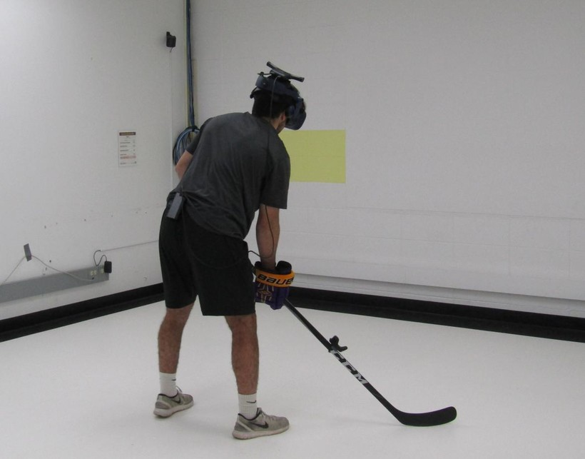 UWSP hockey player tests the school's new virtual reality system