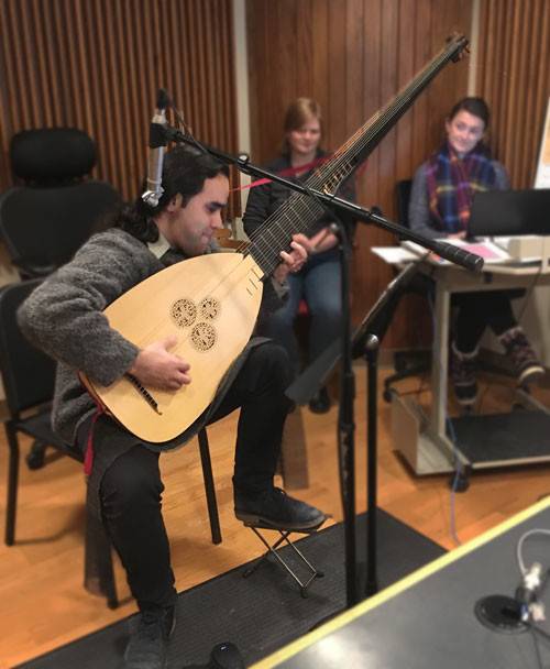 Photo of Arash Noori playing the Theorbo