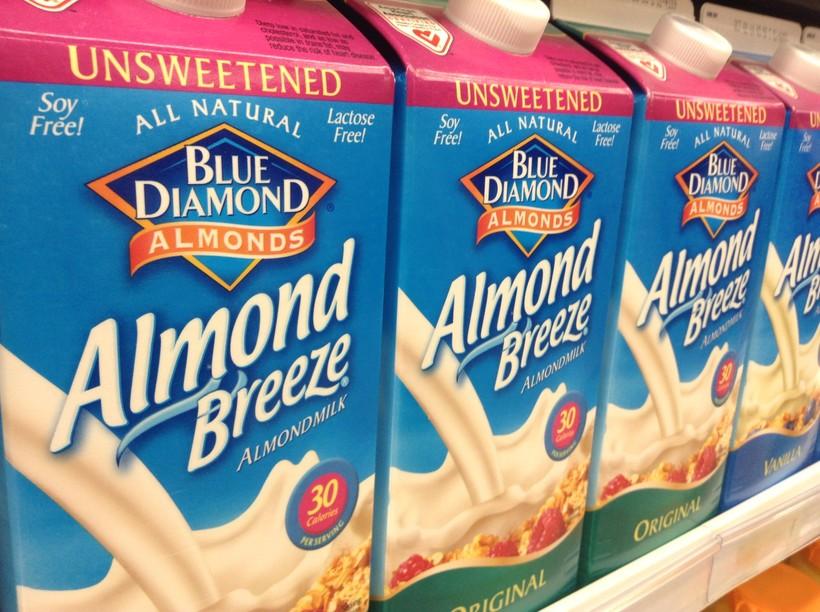 almond milk, Mike Mozart (CC-BY)