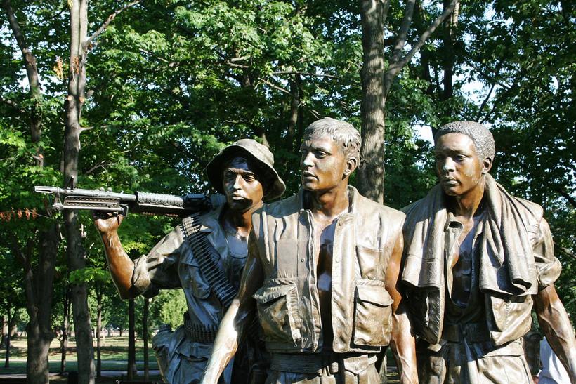 Vietnam War memorial - statue of 3 soldiers