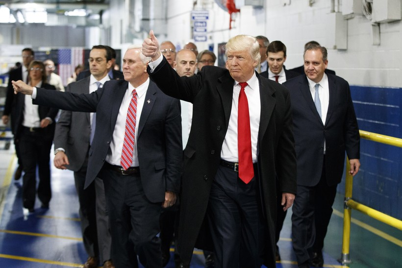 Trump tours Carrier plant