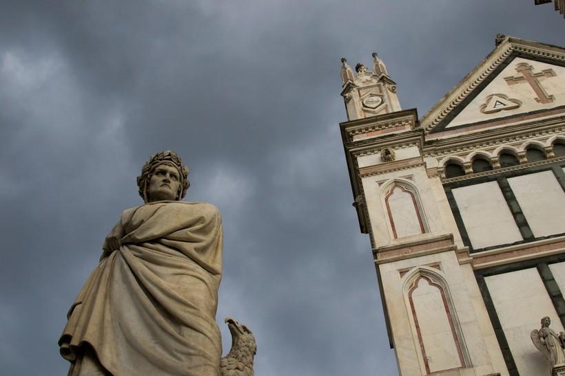 statue of DanteAlighieri