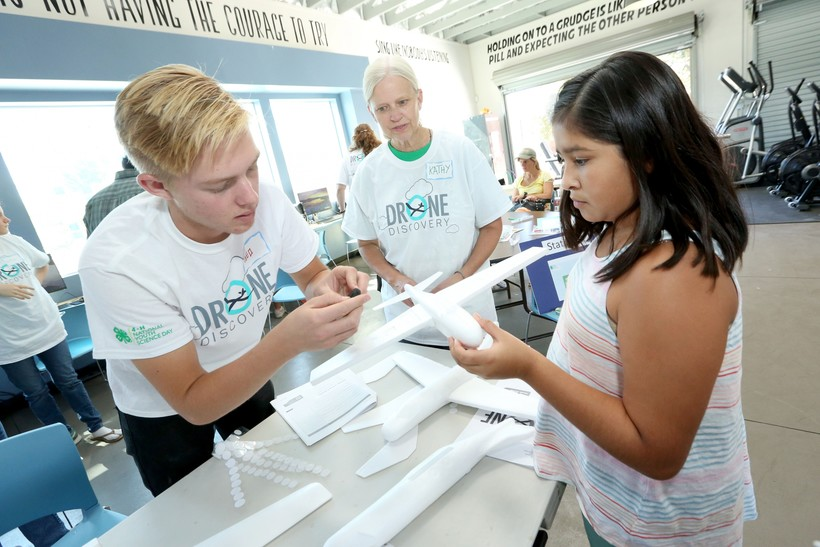 4-H youth explore the concept of remote sensing at 4-H National Youth Science Day on Saturday, Oct. 8, 2016, in Isla Vista, Calif.