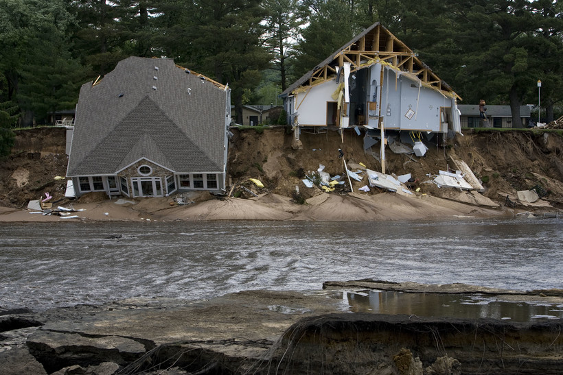 Flood damaged houses on Lake Delton