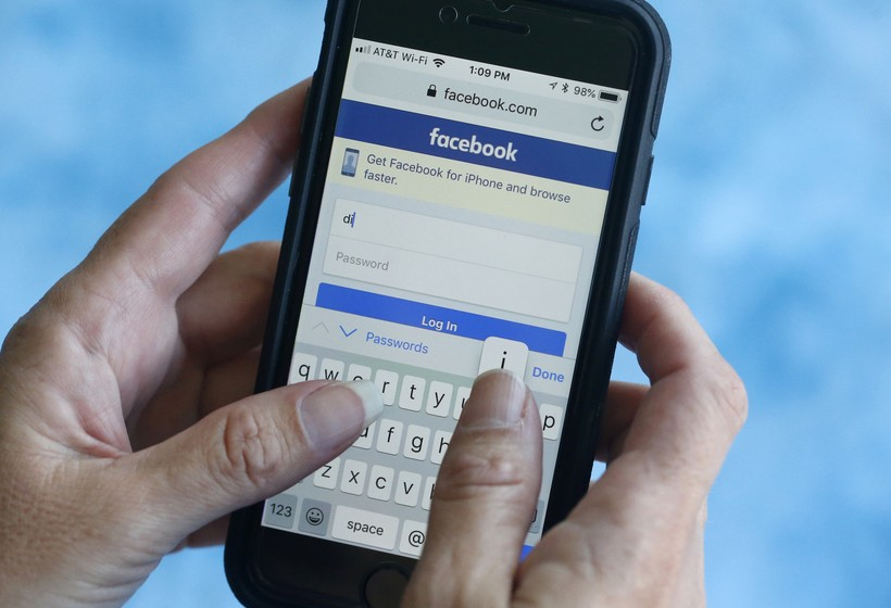 Facebook on smart phone