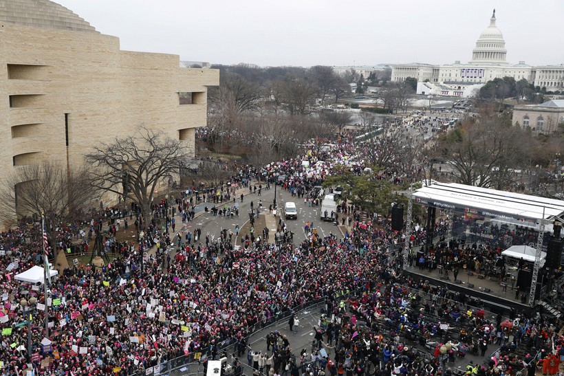 Crowd on Independence Avenue during the Women's March in 2017