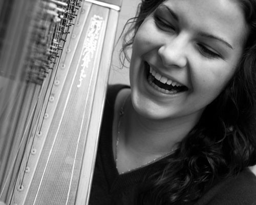 Photo of harpist Jennifer DeRoche
