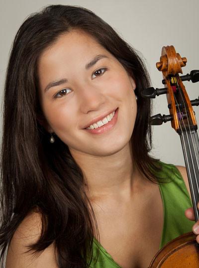 Photo of violist Vicki Powell