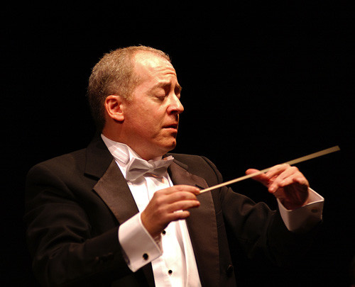 Photo of conductor Jeffrey Schindler