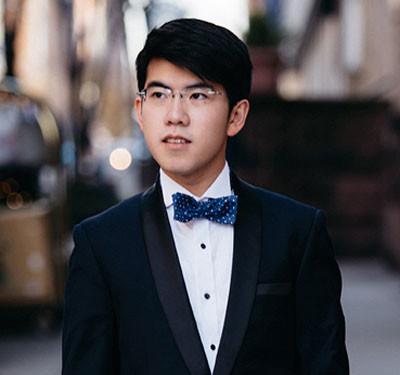 Photo of pianist Aristo Sham