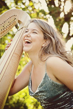 Photo of harpist Johanna Wienholts
