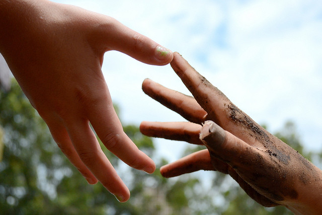 helping hands, Leticia Bertin (CC-BY)