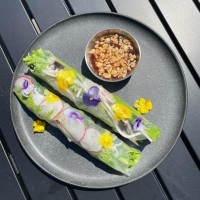 Summer roll with edible flowers